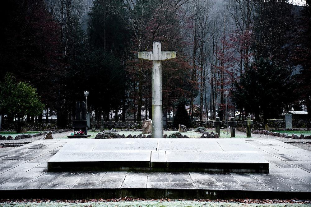 Ebensee (Austria), 2009. Monumento fatto costruire dalla signora Lepetit in memoria del marito (1948), su disegno di Gi˜ Ponti.